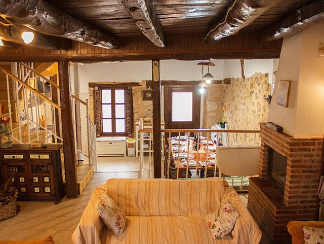 Salón con chimenea - Casa Azul de la Ribera